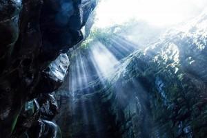 ベネズエラ洞窟と差し込む光