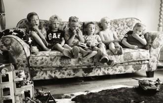 ソファーの子供たち
