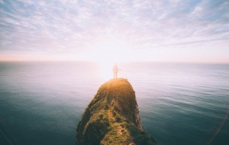 人と海と光の風景
