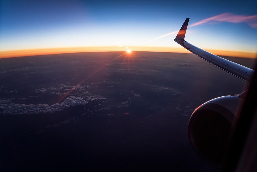 飛行機と太陽